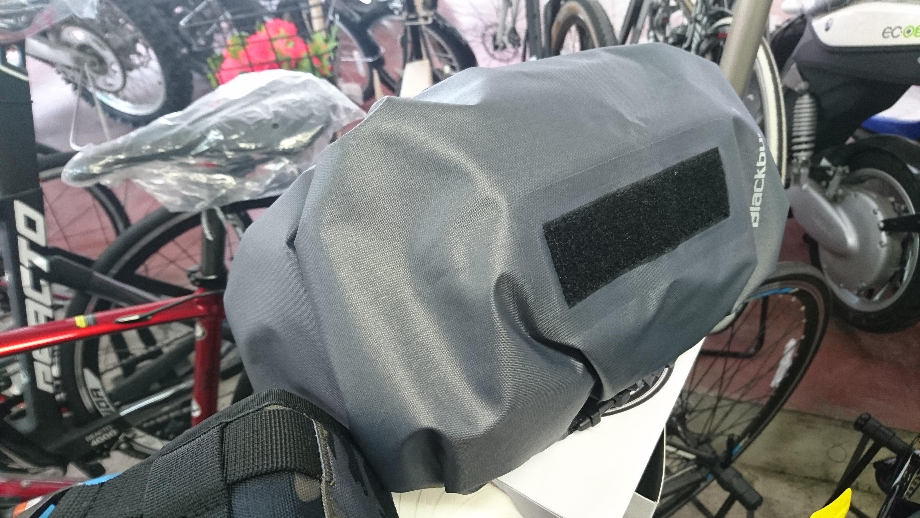 BlackBurn(ブラックバーン)アウトポストハンドルバーロール&ドライバッグ