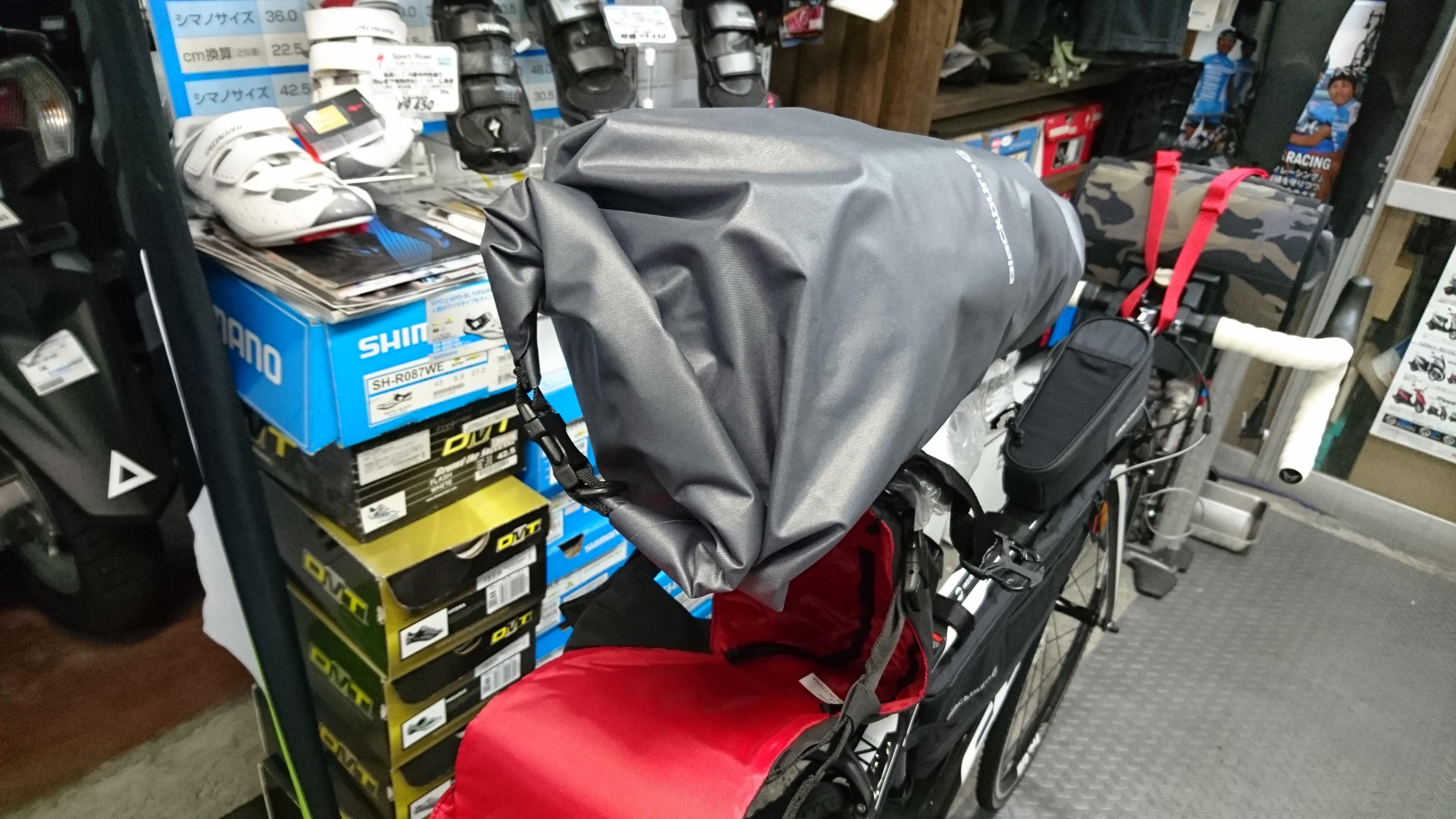 ロールタイプのドライバックは荷物に合わせて大きさを変えられます。