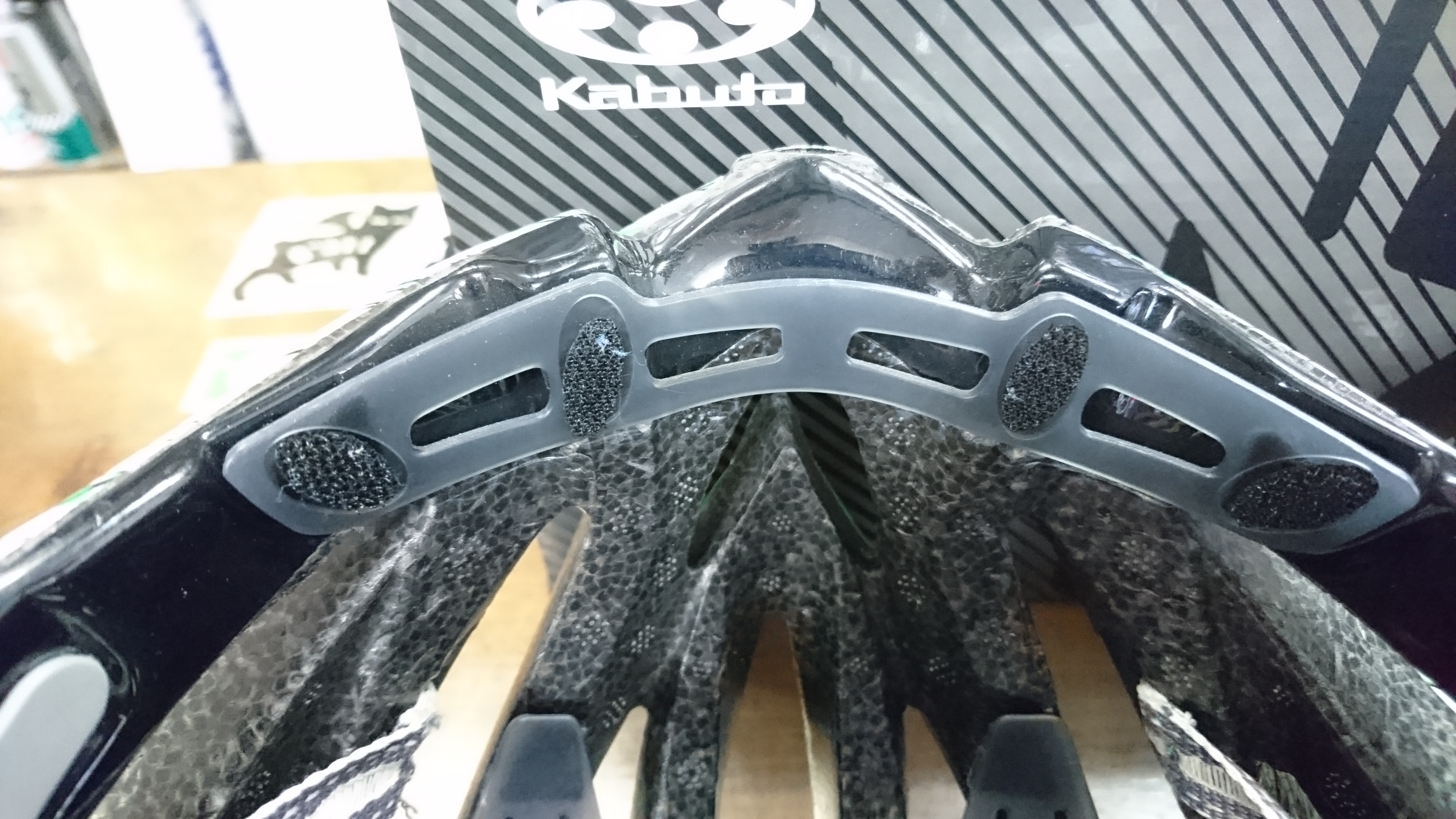 ZENARD-EX Kabuto史上、最高の冷感性能に加え、 新採用のBoa®フィットシステムにより極上のフィット感を実現。